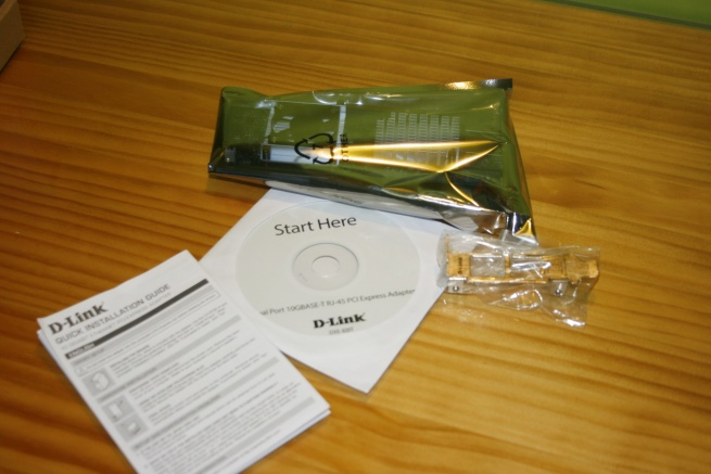 What's in the box for the D-Link DXE-820T network card