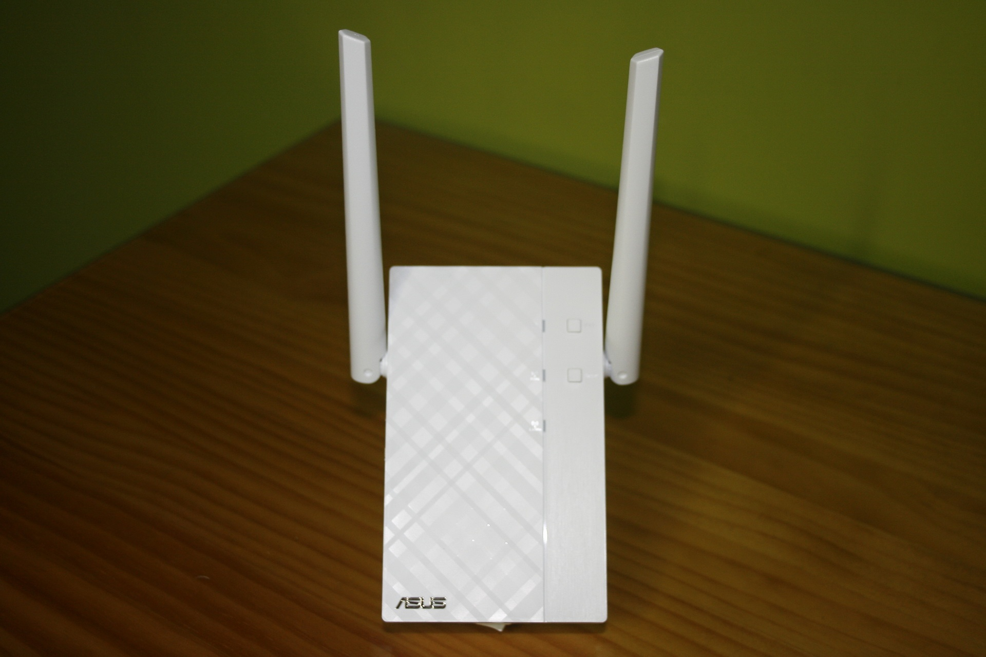 Front of AP ASUS RP-AC56